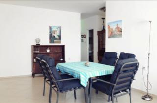 Трехкомнатная квартира с видом на море в Нетании