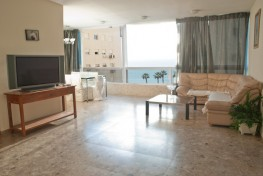 Комфортная четырехкомнатная квартира в Нетании