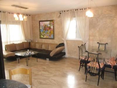 Трехкомнатная квартира вблизи набережной в Нетании