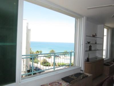 Великолепные четырехкомнатные апартаменты в Нетании
