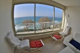 Трехкомнатные апартаменты рядом с пляжем в городе Нетания