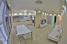 Просторная и светлая четырехкомнатная квартира в Нетании