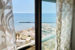 Двухкомнатные апартаменты напротив пляжа