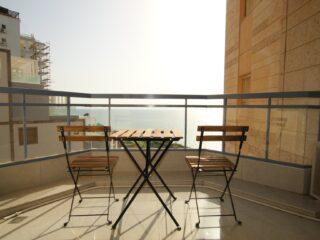 Аренда апартаментов из 4 комнат с бассейном и видом на море в Нетании