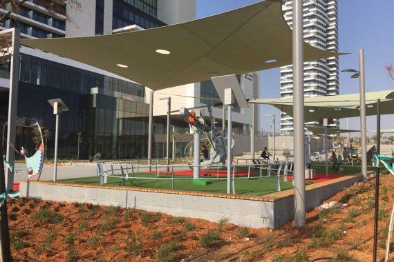 Парк и площадка для детей в Нетании