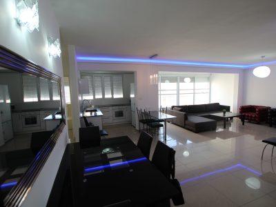 Комфортные четырехкомнатные апартаменты с частным пляжем в Нетании
