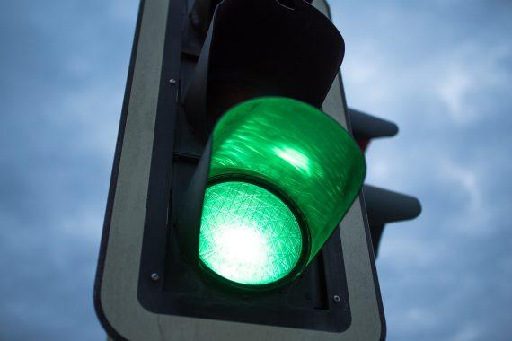 Сколько жителей Нетании правильно переходят дорогу?