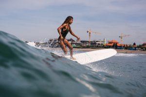 Средиземное море Нетании отлично подойдет для серфинга