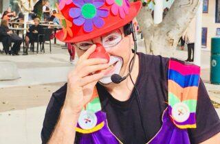 Клоуны и театральные представления в центре Нетании
