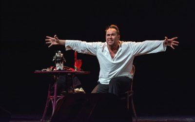 Максим Аверин с моноспектаклем «Научи меня жить» в Нетании