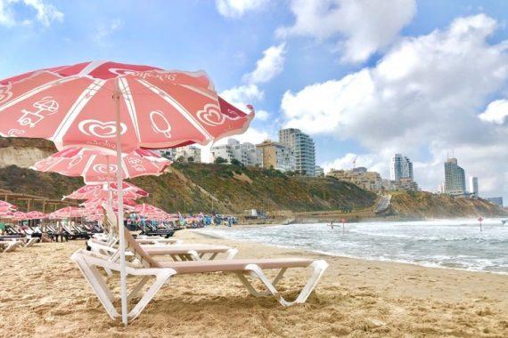 На пляжах запретят использовать пластиковую посуду