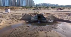 Сточные воды на пляже Полег