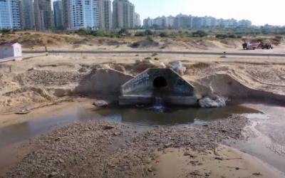 Сточные воды на пляже Полег. Пляж закрыт для купания!