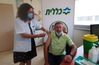 В Нетании началась третья вакцинация