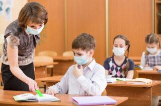 Школьные учителя-антипрививочники останутся без работы